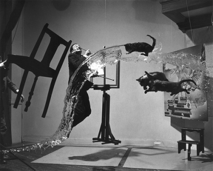 cc Flickr Karl-Ludwig Poggemann photostream Dalí Atomicus in SUSPENSION (LIFE magazine, 1948)