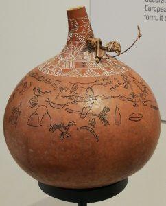 Een met spreekwoorden versierde kalebas (©Livius.org)