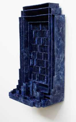 © Levin van Veluw. Shrine, sculpture, 100x60cm polymer clay, pigment, glass, metal frame, uit de serie Beyond Matter, 2019