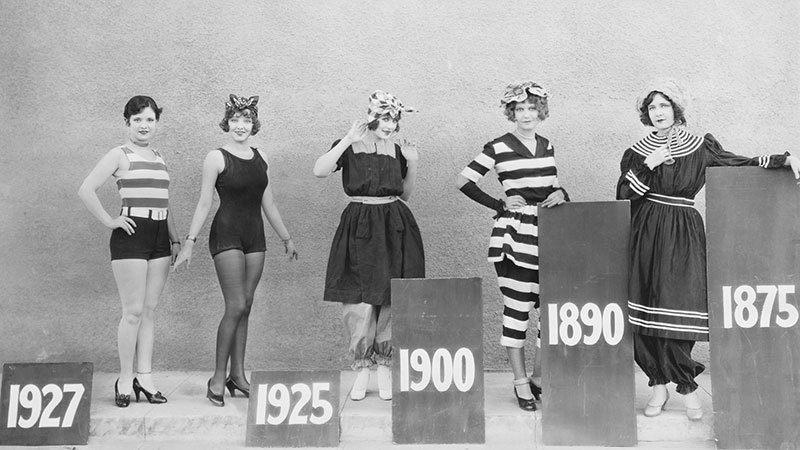 Badkleding door jaren heen (vintage foto, rechten verlopen)