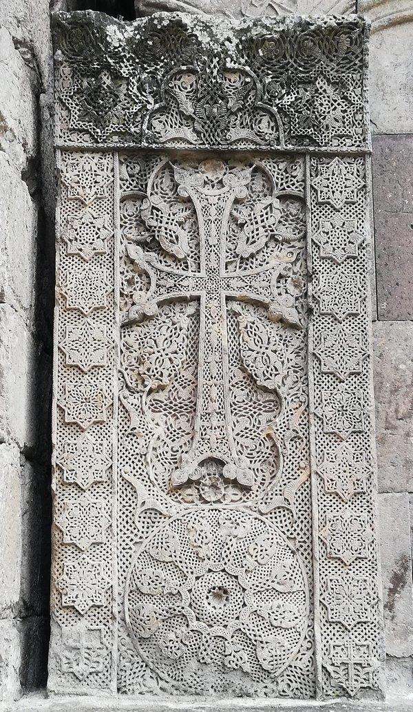 Een khachkar uit het Goshavank-klooster. ((c) Livius,org)