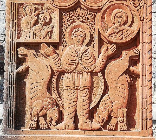 Daniël in de Leeuwenkuil: detail van een khachkar uit Khor Virap. ((c) Livius.org)