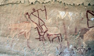 Een herder met een struisvogel, een haan en een schaap (Wadi Imla; (c) Livius.org)