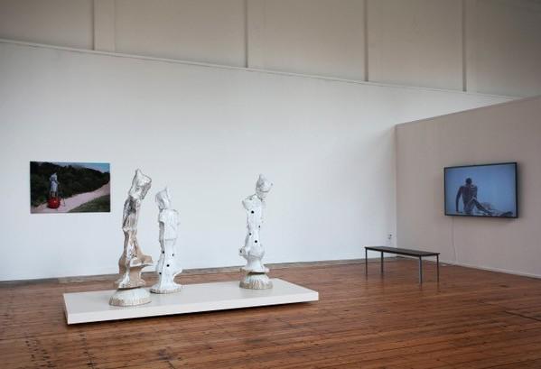 © PARK tentoonstelling Übermensch 2019. (l)Jenny Ymker, (m)Johan tahon, (r)Bart Hess