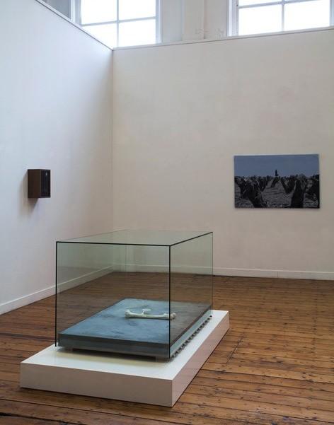© PARK tentoonstelling Übermensch 2019. (v) Mark Manders, (a) Jenny Ymker (l)mise en scene, (r) De lucht is diep