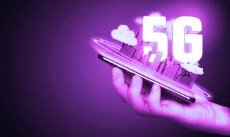 5G City auf Smartphone - violett - Christoph Scholz