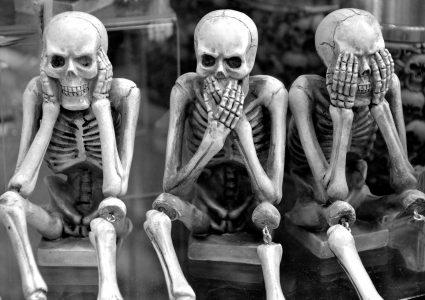 skeletten horen zien zwijgen
