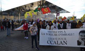 Manifestation kurde sur le vieux port à Marseille - Jeanne Menjoulet