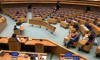 Schermafbeelding videostream Tweede Kamer stemmingen moties 18 maart 2020