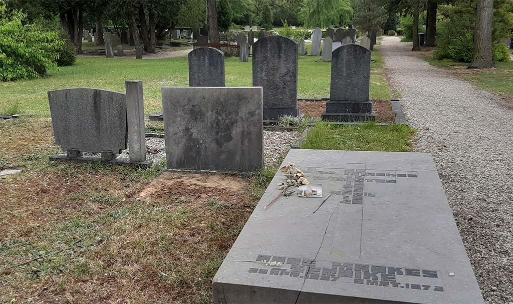 Jan_Mankes-begraafplaats-graf-Jan-en-Anne-Mankes-©-foto-Wilma_Lankhorst.
