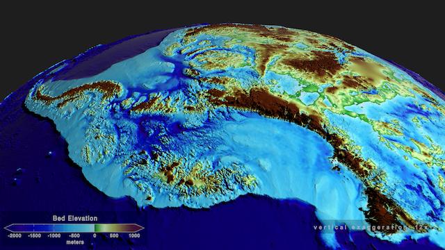 Een weergave van de hoogtekaart van het land onder West-Antarctica. De blauwe gebieden liggen onder de zeespiegel maar zijn nu bedekt met ijs.