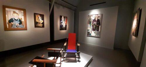 Bep_Rietveld stoelen en portretten in Museum Flehite © foto Wilma_Lankhorst