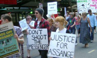 DSC00078-wikileaks-protest - Rae Allen