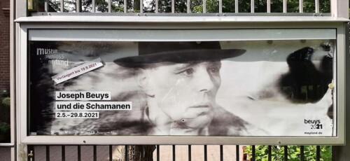 Beuys_en_de_Sjamamen_entree bij Schloss Moyland © foto Wilma_Lankhorst